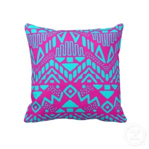 motif_azteque_bleu_rose_et_turquoise_girly_des_and_coussin-r2c5f116f6e594efdb85a5e07953df55f_2zbjl_8byvr_512