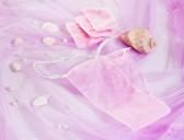 17886612-spa-accessoires--femme-violet-culottes-jetables-pour-epilation-spa